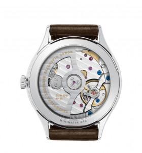 Ihre schlanke Form verdankt diese feminine NOMOS-Uhr DUW 3001, dem neuen flachen Automatikkaliber der Manufaktur.