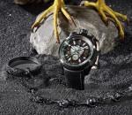 Wandelbar: Die Kette und das Medaillon, um aus der Armband- eine Taschenuhr zu machen, ist inklusive.